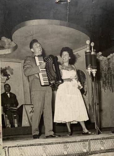 1950 körül Vay Ilus színésznővel, Budapest Varirté.