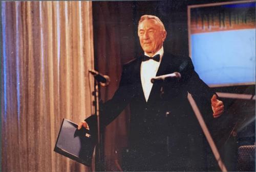 eMeRTon díj átvétele, 2000